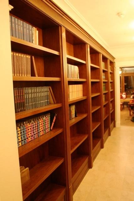 Библиотеки на заказ - изготовление мебели из массива для дом.